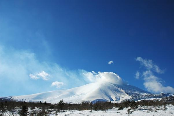 真っ青な空と雪の浅間山_f0180878_1314724.jpg