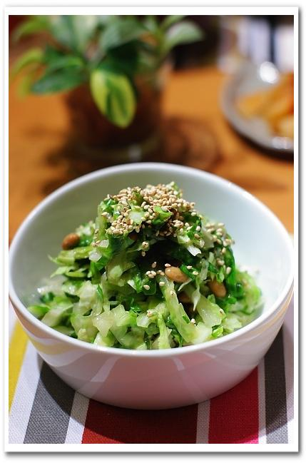 鮭いくら親子丼 と キャベツと納豆のナムル_f0179404_21492957.jpg