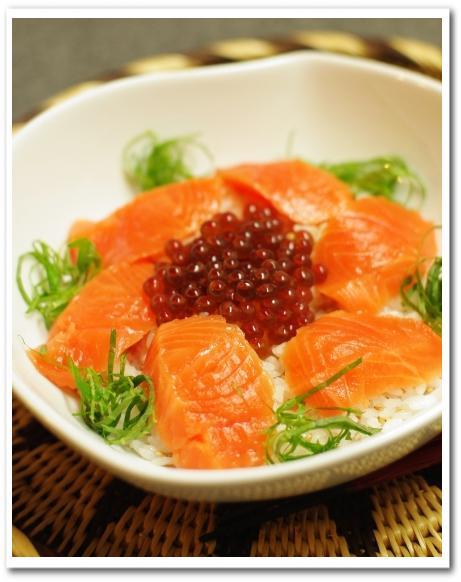 鮭いくら親子丼 と キャベツと納豆のナムル_f0179404_2149578.jpg