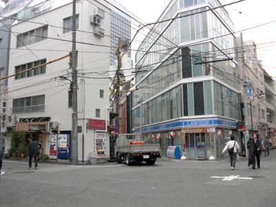 三崎町の多叉路は、どうしたって...