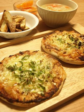 ネギみそピザ&ブロッコリーとチキンのヨーグルトサラダ_d0128268_19214394.jpg