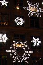サックス・フィフス・アベニューの「雪の結晶」のライト・ショー_b0007805_0255182.jpg