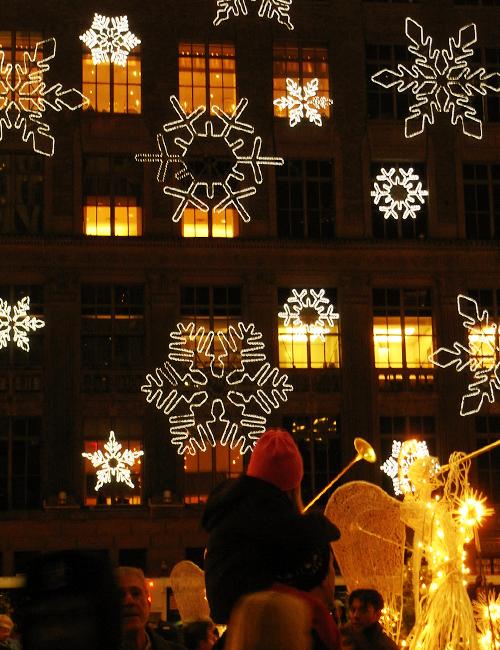 サックス・フィフス・アベニューの「雪の結晶」のライト・ショー_b0007805_026351.jpg