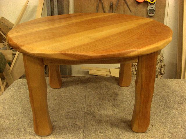 こねこ椅子用丸テーブル_e0072513_6501286.jpg