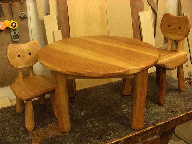 こねこ椅子用丸テーブル_e0072513_6511173.jpg