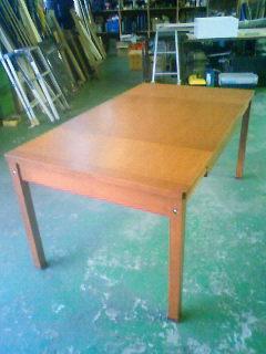 伸縮するダイニングテーブル_b0130512_1226911.jpg