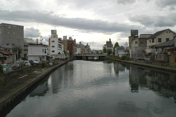 川のある風景_b0093754_23564153.jpg