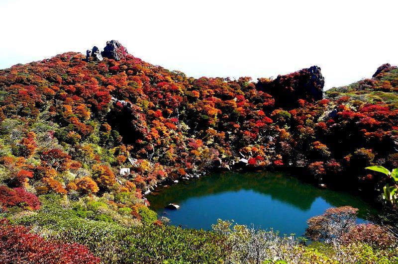 九州の山も秋の装いが始まった ...