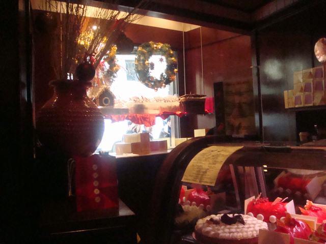 イヴの前はクリスマスケーキのピックアップ、_d0100880_2222923.jpg