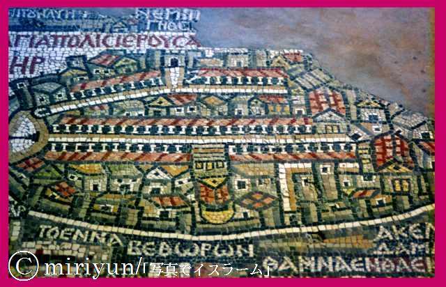 そのエルサレムの町の6世紀後半の姿がこれである。 まず方位を確認しよう... 古代エルサレム地図