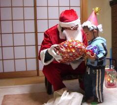 サンタが家にやってきたぁぁぁ!!!_c0058727_0272474.jpg