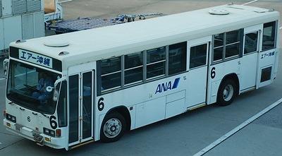 那覇空港のキュービックバスとエルガ_e0030537_2245193.jpg