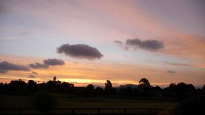 芝刈り終わって夕焼け空_e0133780_1822041.jpg