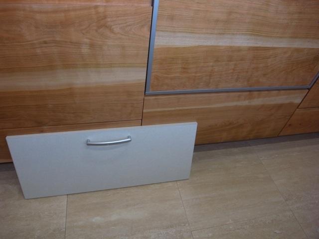 システムキッチン 前板交換_e0118649_1213620.jpg