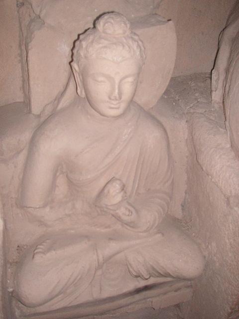 タキシラの仏像_c0190938_17361766.jpg
