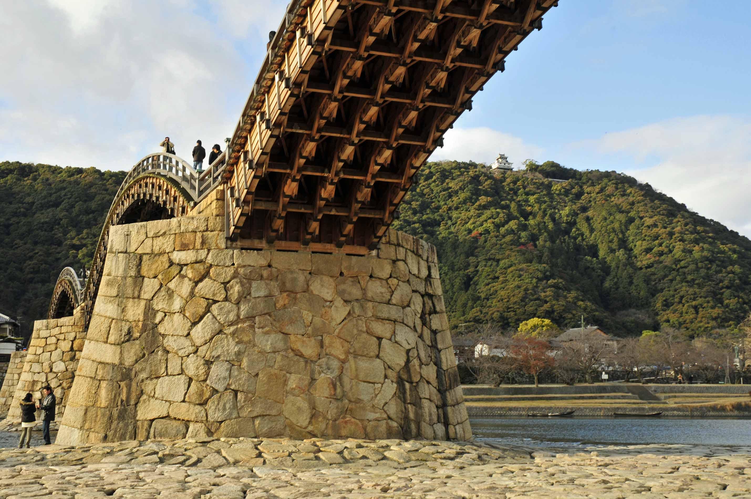 お城へと続く橋_e0157647_6391931.jpg