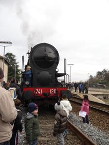 村に蒸気機関車がやって来た!_f0106597_2333316.jpg