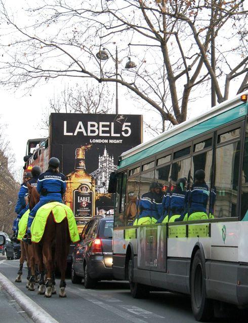 パリの騎馬警官(フランス)_f0119071_0395197.jpg