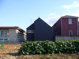 「中庭のある家」の裏側_b0100094_13584152.jpg
