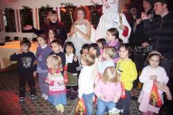 プラハの幼稚園にて ミクラーシュ&クリスマスコンサート_c0182100_1303088.jpg