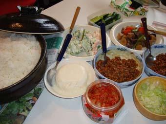 今日のお昼は納豆パーティ!_c0125114_1432846.jpg