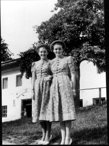 アンゲラ・メルケルはヒトラーの娘か? by David Meyer_c0139575_14194429.jpg
