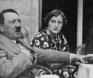 アンゲラ・メルケルはヒトラーの娘か? by David Meyer_c0139575_14555332.jpg