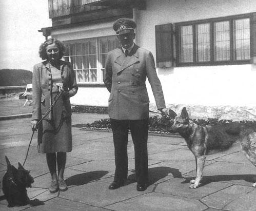 アンゲラ・メルケルはヒトラーの娘か? by David Meyer_c0139575_2137225.jpg