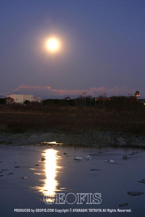 月光と白鳥・荒川・満月の夜明け_b0007284_20305924.jpg