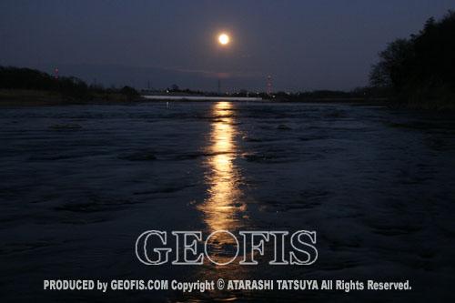 一日で二度月を楽しむ・再び満月の荒川にて_b0007284_21374650.jpg