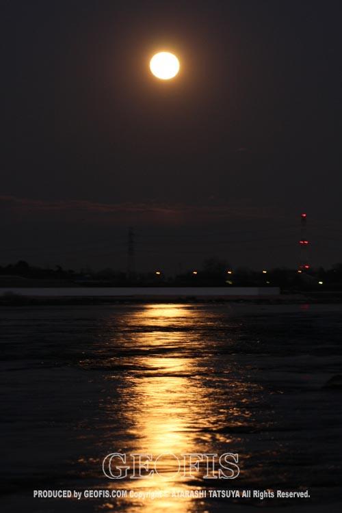 一日で二度月を楽しむ・再び満月の荒川にて_b0007284_21375584.jpg