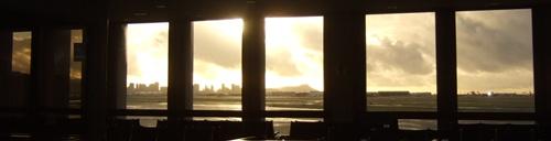 ホノルル空港の窓からの眺め
