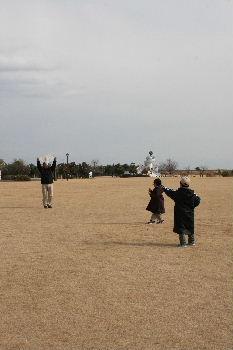 凧揚げとロールちゃん_f0082141_1883589.jpg