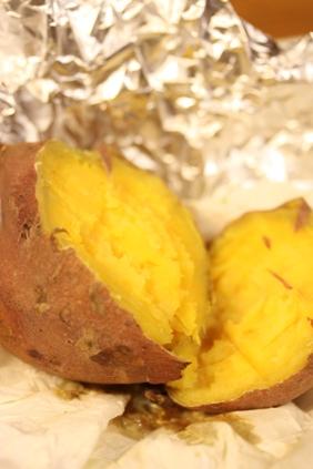 芋はこうやって食べるとホッコホコ_e0074251_16504138.jpg