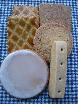 メゾン・ロミユニで焼き菓子をたっぷり。_c0005672_2373754.jpg