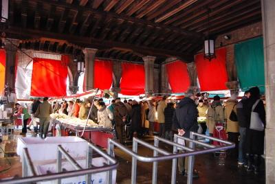 ヴェネツィアの魚市場でお買い物。_d0129786_0574528.jpg