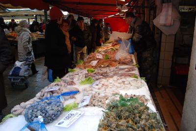 ヴェネツィアの魚市場でお買い物。_d0129786_0583323.jpg