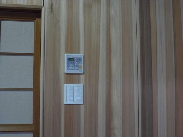 床板にナラ その下には 床暖房ゆかいーな_e0118649_0123016.jpg