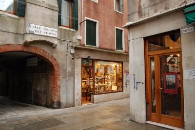 ヴェネツィア、ゴンドラの模型工房を探して。_d0129786_0135032.jpg
