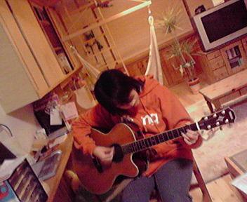 妊婦ギター_b0134915_1101743.jpg