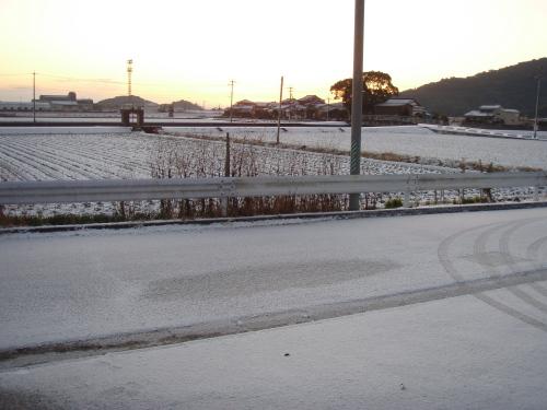 雪の積もって大渋滞_a0077071_14141319.jpg