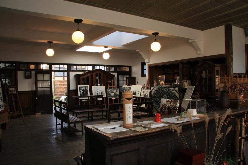 ヴォーリズの建物9 近江八幡 旧八幡郵便局_c0196076_223782.jpg