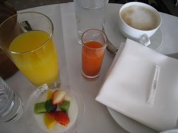 ラ・スイート神戸 ルームサービスで朝食_a0055835_13321759.jpg