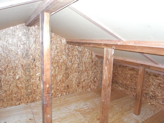屋根裏部屋 隠し部屋_e0118649_23201558.jpg
