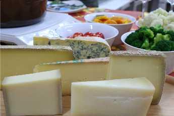 山のチーズでフォンデュ_f0007061_9531856.jpg