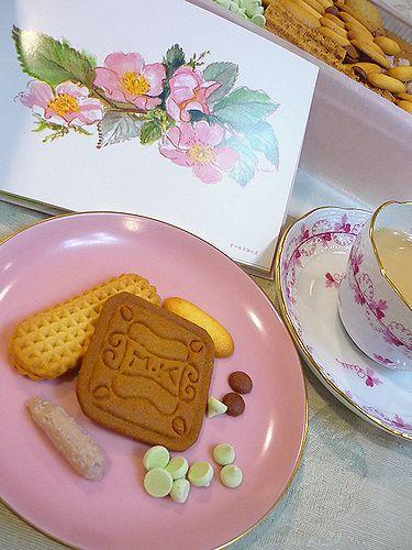 ♡゚。*・。 弥生 三月 雛の膳 と 村上開新堂 の クッキー で ティータイム。。 *。:☆.。✝_a0053662_16581048.jpg