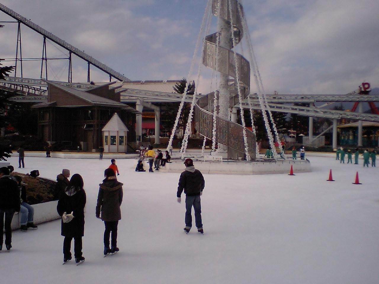 アイススケートも日中友好 日中の来客が一緒に滑った_d0027795_14331018.jpg