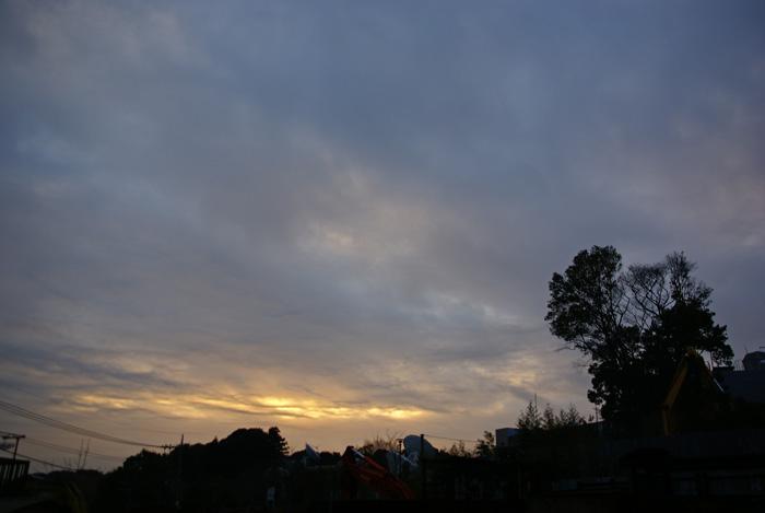 雲の下の朝陽_e0077521_2052369.jpg