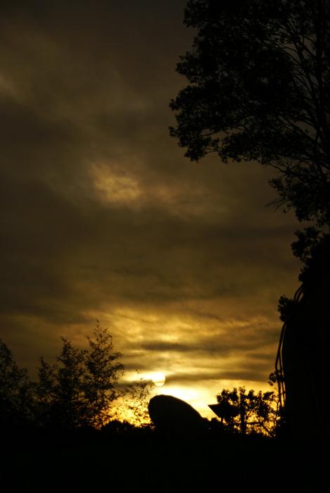 雲の下の朝陽_e0077521_20531843.jpg