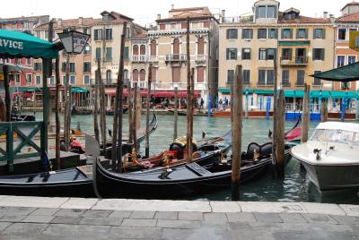 ヴェネツィアの水上バスと渡しの乗り方。_d0129786_1404070.jpg